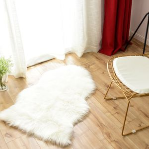 Faux Lammfell Schaffell Teppich Longhair Matte Fell Bettvorleger 60x90 cm Weiß