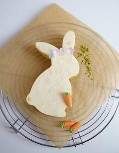 """Dr. Oetker Riesen-Ausstecher/Backrahmen """"Hase"""" aus der Serie """"Goldiges Ostern"""", Keks-, Plätzchen und Kuchenform in einem (Farbe: Silber), Menge: 1 Stück"""