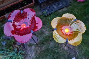 2er Set Solar LED Blütenstecker für den Garten Solar aus Metall und Glas 120 cm