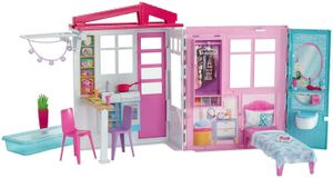 Barbie FXG54 - Ferienhaus mit Möbeln und Pool, portables Puppenhaus ca. 46 cm hoch mit Tragegriff, Puppenzubehör Spielzeug ab 3 Jahren
