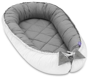 JUKKI® Baby Nestchen 55x100cm bis zu 9 Monaten ★ 2seitig [gesteppt - grau weiß] Nestchen Babybett Reisebett Kokon Babynest Kuschelnest Nest
