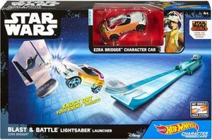 Hot Wheels – Star Wars – Blast & Battle Lightsaber Launcher – Ezra – Fahrzeug und Pullback-Rennstrecke