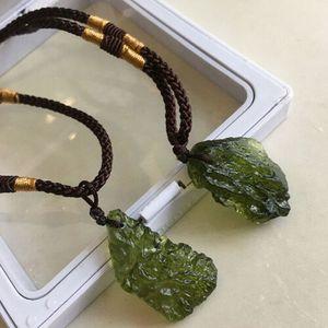 Natürlicher Kristallgrüner Edelstein Moldavit Glashalskette Anhänger Stein
