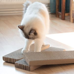 Navaris Katzen Kratzbrett 3er Set aus Karton - 41 x 13 x 3 cm Kratzpappe Kratzmatte - Kratz Pappe Katzenbrett für die Krallen Deiner Katze