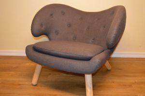 Design Sessel mit Armlehnen aus Fleece grau| Club-Sessel im Retro-Design | Sesselbeine aus Holz | Moderner Wohnzimmer-Sessel  | Relax-Sessel