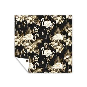 Gartenposter - Muster aus goldenen Flamingos und Blätter und Blumen mit schwarzem Hintergrund - 50x50 cm