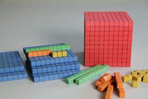 Farbiges Dienes Grundsortiment Würfel 141 teilig Re-Wood®