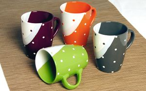 Kaffeebecher  4er Set Stoneware Modell  Dots