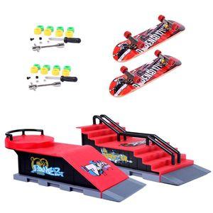 2 Set Mini Finger Skateboard und Ramp Zubehör Set