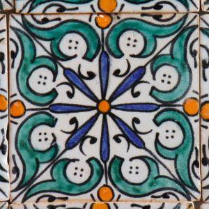 Casa Moro Handbemalte Fliese Hudah bunt 10x10 cm aus Marokko | handgemachte Keramikfliese für Wand als Küchenspiegel Bordüre | FL7060