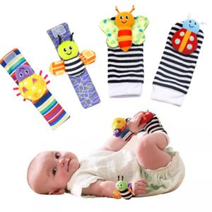Baby Rasseln Spielzeug Handgelenk Und Socken, Plüschtiere Entwicklungs-Spielzeug für Neugeborene 0-6 Monate(2 Hände Rasseln + 2 Socken Rasseln)