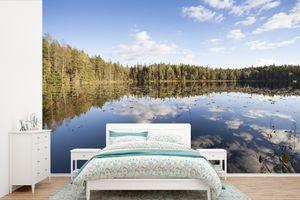 Tapeten - Fototapete - Wolken am Himmel über einem spiegelnden See im finnischen Nationalpark Nuuksio - 390x260 cm - Vinyl