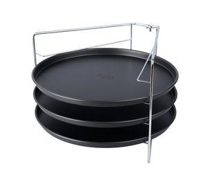 Zenker Pizzaset 4-teilig SPECIAL COUNTRIES, Pizzableche mit Ständer, runde Pizzabackbleche beschichtet (Farbe: Schwarz/Silber), Menge: 1 Set