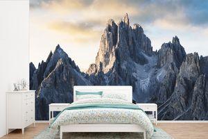 Tapeten - Fototapete - Eine Person genießt die Aussicht auf die Dolomiten - 360x240 cm - Vinyl