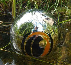 Das magische Auge aus Edelstahl poliert  Schwimmkugel Teichkugel Reiherschreck