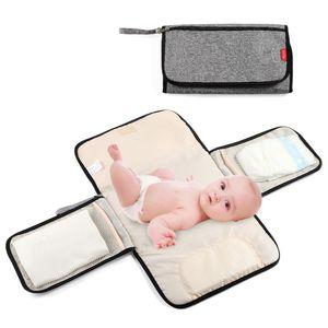 Insular Tragbare Wickelauflage Faltbare Wasserdichte Wickeltasche 3 Schichten Mehrere Taschen Reisematte für Kleinkinder Neugeborene【Grau】