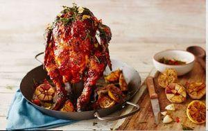 Jamie Oliver BBQ Hähnchenbräter Profi  Chicken Bräter Hähnchengriller Hähnchen Bier Bierdose Hähnchenhalter Grillschale Grillpfanne