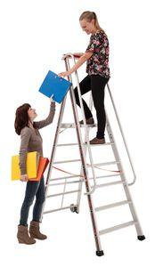 Euro-Profi Alu Podestleiter mit großem Standpodest Mod. S326 - Stufen- anzahl: 8, Leiter- länge (m): 3,00, Arbeits- höhe (m):3,70, Plattform- höhe (m):1,90, Untere Breite (m): 0,76, Ausladung (m):1,65