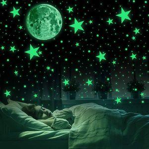 Leuchtsticker Wandtattoo wandsticker kinderzimmer selbstklebend 435 Stück Leuchtpunkte selbstklebend und 30cm Mond Wandsticker für Sternenhimmel-leuchtsterne und fluoreszierend Leuchtaufkleber