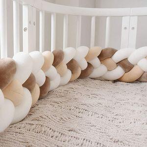 Pyzl Bettausstattung Kantenschutz Kopfschutz für Babybett Baby Nestchen Bettumrandung Weben Geflochtene Stoßfänger Dekoration für Krippe Kinderbett 220cm (Milchweiß + weiß + kaffee + beige)