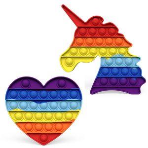 2 Stück / Set Push Pop Bubble Zappeln Spielzeug Sensorisch Poppet ADHS Autismus Besondere Bedürfnisse Zappeln Popper Silikon Einfaches Grübchen (Regenbogen Einhorn + Regenbogen Liebe)