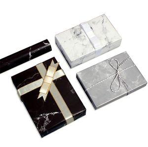 Geschenkverpackung, Weihnachtsgeschenkpapier, 12 Stück à 50 * 70 cm (schwarz * 4 + weiß * 4 + grau * 4)