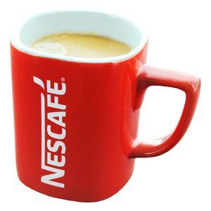 Nescafé Red Mug Groß, Kaffeebecher, Kaffee Becher, Henkelbecher, Henkel Becher, Eckig mit Schriftzug, Porzellan, Rot / Weiß, ca. 275 ml