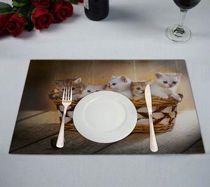 ABPHQTO Fünf Kätzchen britischer Kurzhaarrasse im Korbtisch Tischset Futtermatte 30x45 cm, 2er Pack
