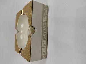 Medusa Keramik Aschenbecher mit Goldrand Verzierungen