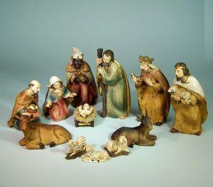 Krippenfiguren modern, Holznachbildung aus Polyresin. 10 cm, 12 Teile