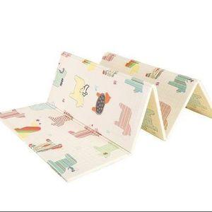 Doppelseitige Spielmatte aus Schaumstoff für Babys - Faltbare Krabbelmatte inkl. Tasche 180 x 200 x 1cm - Wasserfest