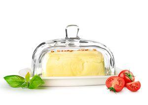 Große Butterdose auf Porzellanteller Butterglocke Butterschale Kühlschrankbutterdose