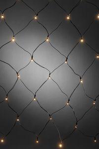 Konstsmide - LED Lichternetz, mit Lichtsensor und 6h und 9h Timer, 40 warm weiße Dioden, batteriebetrieben, Außen (IP44), schwarzes Kabel, 4 x AA 1.5V (exkl.); 3723-100