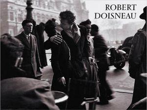 Robert Doisneau Poster Kunstdruck - Der Kuss Vor Dem Rathaus, Paris 1950 (60 x 80 cm)
