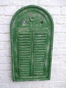 Traumhafter Wandspiegel mit Fensterläden im Landhausstil, Shabby-Chic, grün