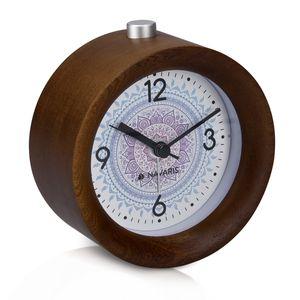 Navaris Analog Holz Wecker mit Snooze - Retro Uhr Rund mit Design Ziffernblatt Alarm Licht - Leise Tischuhr Ohne Ticken - Naturholz in Dunkelbraun