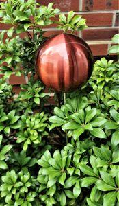 Rosenkugel 15 cm Edelstahl rot matt gebürstet mit Stab 80 cm Beetstecker