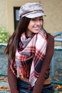 styleBREAKER Damen XXL Strick Dreiecksschal mit Glencheck Karo Muster, Fransen, Winter Schal, Tuch 01018160, Farbe:Orange-Schwarz