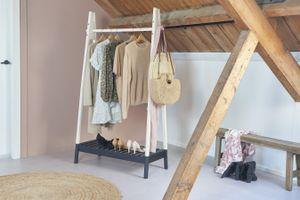 LIFA LIVING Kleiderständer aus Holz, Garderobenständer in braun/schwarz, Kleiderstange mit Schuhablage, Standgarderobe im skandinavischen Stil