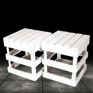 2 weiße Holzschemel , eckiges Design / 42x42x45 cm / zum sitzen oder als Beistelltisch nutzbar