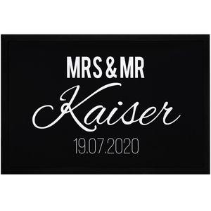 Fußmatte Mrs & Mr Nachname Name Datum personalisierbar Geschenk zur Hochzeit rutschfest & waschbar SpecialMe® weiß 60x40cm