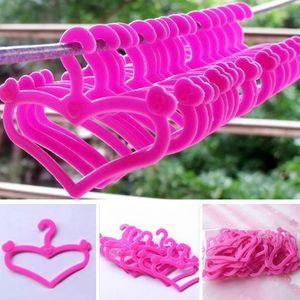 20 Paketzustellung Barbie Kleiderbügel