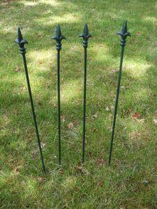 4 Stück grün lackierte Rankstäbe Rankhilfe verzierte Spitze Eisen 60cm