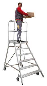 Podestleiter Mod. 515 - Stufen: 8, (A) Gesamt-ausladung in cm: 215, (B) senkr. Höhe bis Plattform ca. cm: 190, (C) untere Holmbreite in cm: 119, (D) Gesamtbreite in cm: 136, Arbeits- höhe in cm: 390