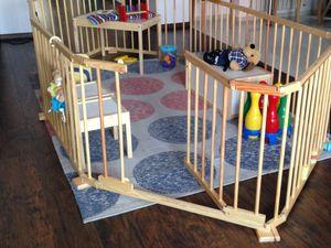Adana - Laufstall Baby faltbar- KLAPPBAR - individuell formbar - XXL Laufgitter aus Massiv-Holz- Absperrgitter mit Tür (8-teilig)