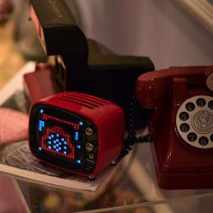 Divoom TIVOO Bluetooth v5.0 Lautsprecher mit Smart Pixel Art Display, Farbe:rot
