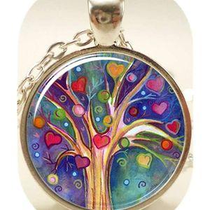 Mllaid für Sie, Baum-Anhänger, skurrile Illustration Baum und Herz ecklace
