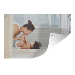 Gartenposter - Spielen im Badezimmer - 60x40 cm