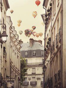 Flying Over Paris Kunstdruck Irene Suchocki - Kunstdruck
