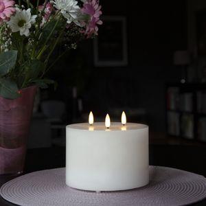 XXL LED Kerze - Echtwachs - 3 Flammen - H: 14cm, D: 15cm  - Batteriebetrieb - Timer - weiß